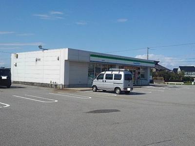 ファミリーマート 魚津東町店まで800m