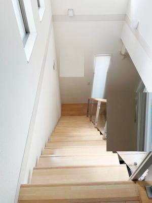 明るい二階への階段