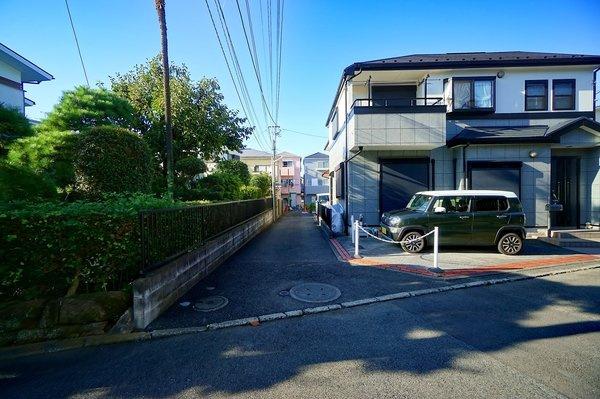 車通りが少ない為、小さなお子様にも安心です。 駐車が苦手な方も落ち着いて駐車できます。