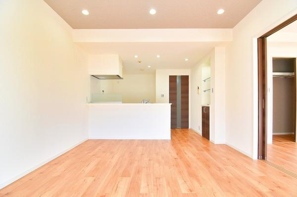 家具の配置もしやすい間取り、落ち着いたお洒落なリビング。 家族が自然と集まる大事な空間です♪