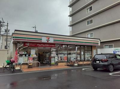 セブンイレブン鈴鹿白子駅前店まで940m