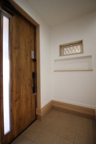 お家の第一印象を決める明るい玄関♪ (当社施工例)