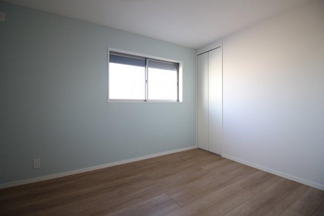 アクセントクロスを用いるとお部屋の雰囲気も変わります♪ (当社施工例)