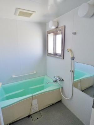 浴室には窓がありますので換気もOK!