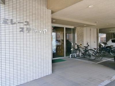 1階は、駐車場、駐輪場です