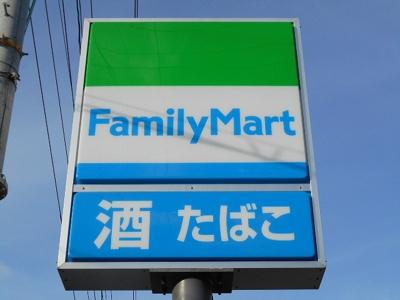 ファミリーマート京屋西湊店 142m