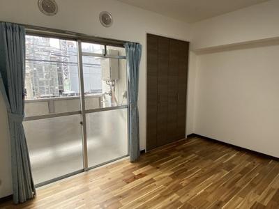 洋室にも収納クローゼットがあります。