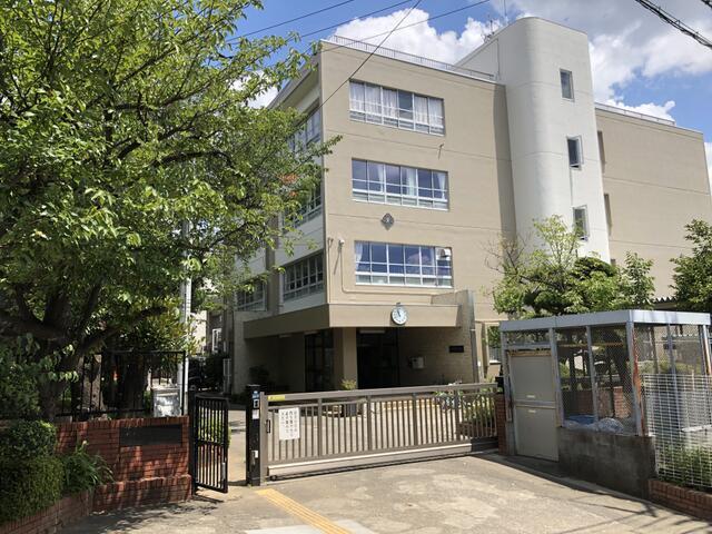 川崎市立長沢小学校まで638m