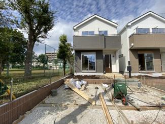 新京成線「高根木戸」駅徒歩8分の全2棟の新築一戸建てです。