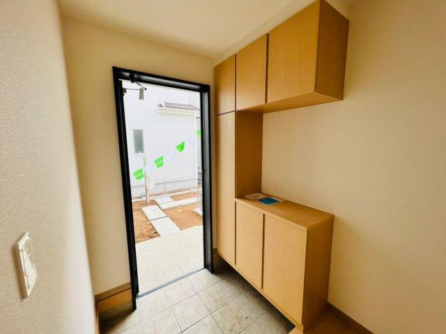 下駄箱収納はご家族の靴で散らかりがちな玄関もスッキリ収納することができるので毎日気持ちよく迎え入れることができます。