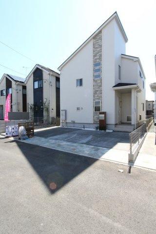 カースペースはゆとりの3台分◎お家時間を充実させる広い南庭付きの新築一戸建てが、平塚市横内に新登場!!現地完成済で、今ならごゆっくりと内覧頂けます。 新居をお探しでしたら是非ご検討下さい。