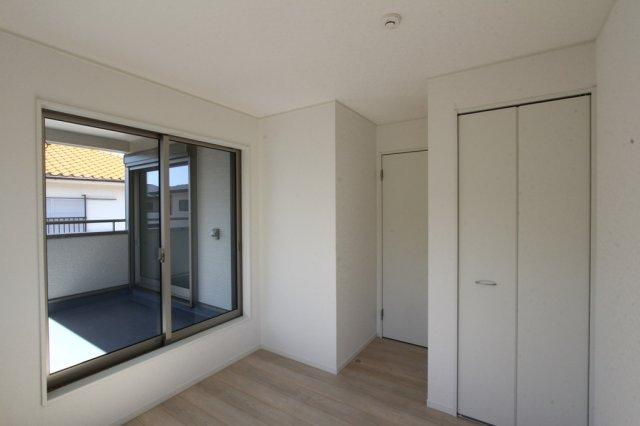 全室窓は複層ガラス採用で夏は涼しく、冬はあたたかい快適な空間を保ちます◎