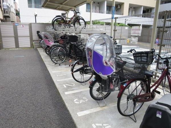 【駐輪場】プレジール新宿大久保