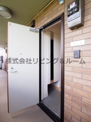 【玄関】シュロス 蒲地 B