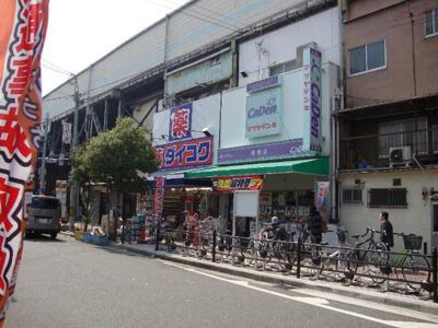ダイコクドラッグ鶴橋駅北店まで328m