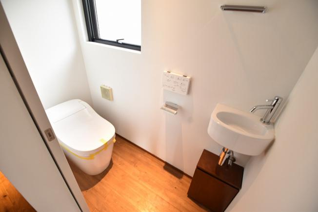 トイレも最新式に交換済みです。