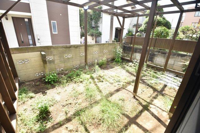 陽当りも良く緑豊かなお庭付き