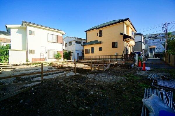 小学校・公園・スーパーなども近く、利便性の良い立地です。 静かな住宅地で住環境も良好。