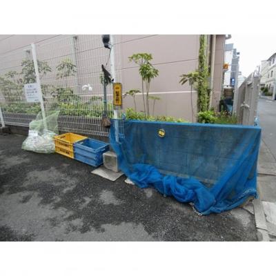 敷地内ゴミ置場(必ずゴミ出し収集日当日朝8時まで)