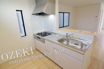 【キッチン】1号棟 クレイドルガーデン 越谷市北越谷1丁目新築戸建て 全2棟