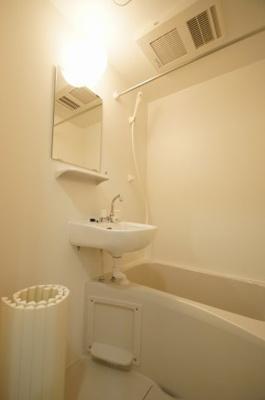 「人気条件のお風呂とトイレ別タイプです」