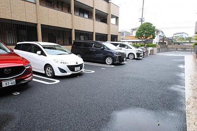 【駐車場】ロイヤルティアラⅢ