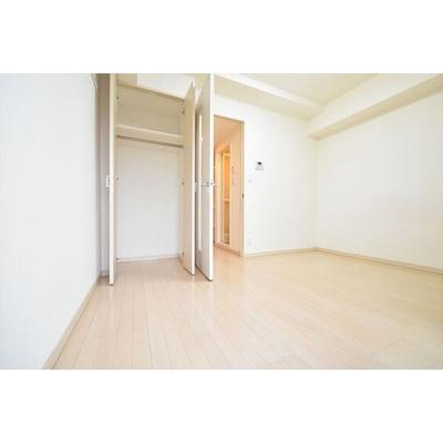 「居室とキッチンの間に扉あります。」