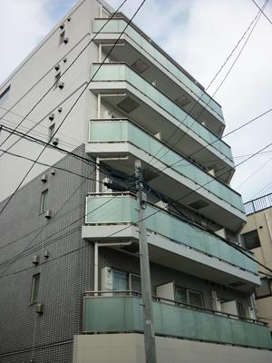 近隣に商店街のあるマンションです。