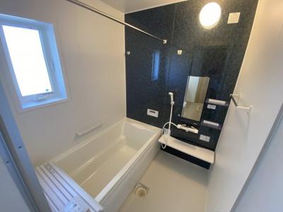 浴室暖房乾燥機能付き浴室で、一年中快適なバスタイムをお楽しみいただけます♪