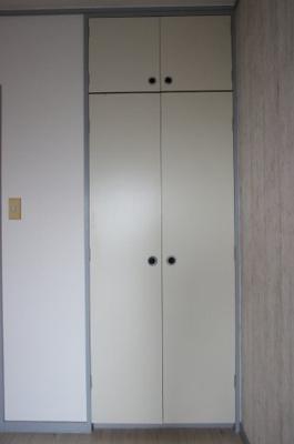 写真は同物件別号室です。