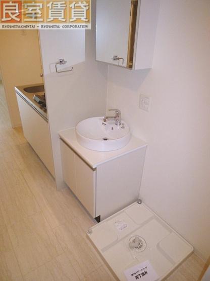 独立洗面台※同タイプ別室の写真です。現状優先。