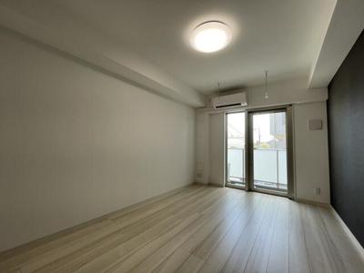 「約8.8帖の洋室です」