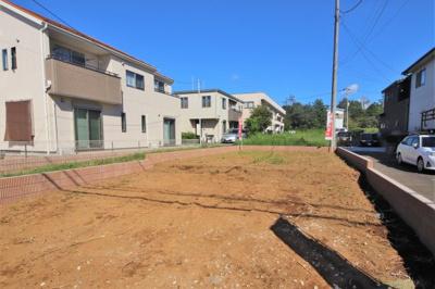 大学街から少し離れた閑静な住宅街に建つ新築住宅です。まわりの交通量も少なく、快適な新生活を送ることができるでしょう。