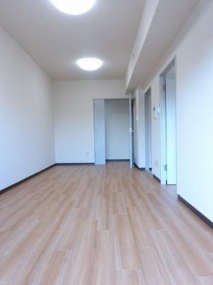 開口部の大きい明るい室内(同一仕様)