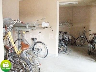 敷地内バイク置場・駐車場も完備(要空確認)