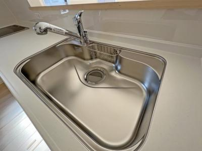 ■バスルームを湿気から守り、洗濯物を乾かす事が出来ます ■浴室暖房でヒートショックの予防 ■4時間たっても、湯温低下は約2.5℃ お湯が冷めにくい構造で、光熱費を節約できます