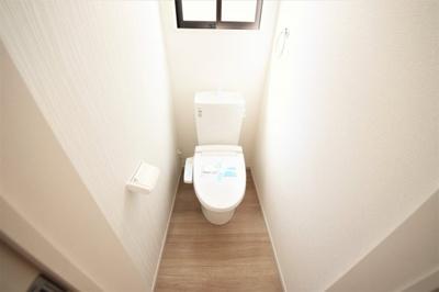 コンパクトで使いやすいトイレです。お掃除もラクチンにできそうですね♬
