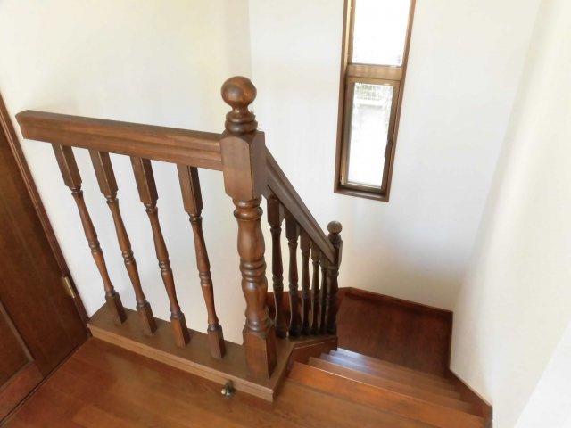 階段にも明り取り窓が付いているので、昼間は家全体が明るくなります