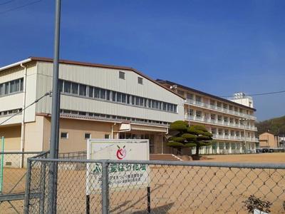 加茂小学校まで1900m