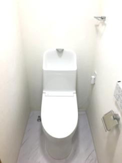 トイレ新規交換しています。