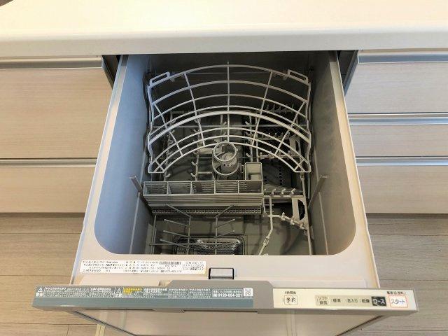 家事のお助け役、食器洗浄乾燥機付きです。