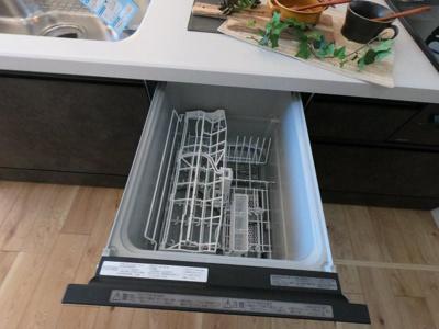 食器洗い乾燥機で後片付けの時間を大幅に節約できます。
