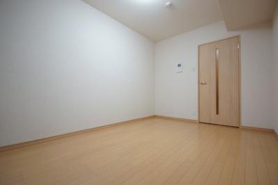 フローリングのお部屋になります。