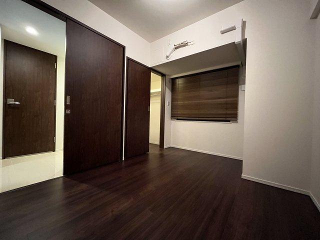 ◇Bed room◇家族が過ごす安らぎの空間。プライベートなベッドルームだから暮らす方の感性で造り上げられるよう、シンプルな室内に仕上げてあります。【現地(2021年10月)撮影】