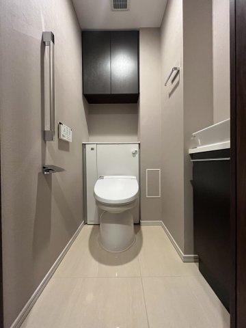 ◇Toilet◇冬の冷える寒い朝もほっと温かいシートが嬉しい。健康管理の空間として大切なトイレを清潔に保ってくれます。【現地(2021年10月)撮影】