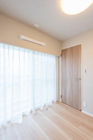 東急ドエルアルス石川台:約4.0帖の洋室にはクローゼット・窓が付いております!