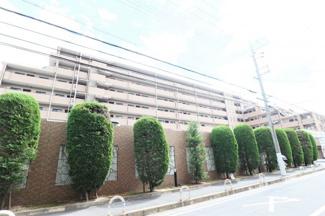 【ライオンズマンション伊丹ガーデンシティ】地上8階建 総戸数103戸 ご紹介のお部屋は2階部分です♪