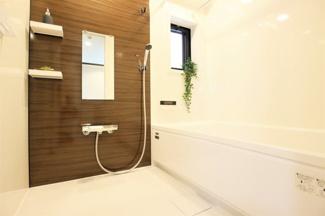 新品の浴室ユニットバスです♪一日の疲れを癒してくれます!浴室乾燥機付きで雨の日のお洗濯物も困りませんね(^^)