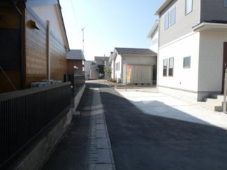 碧南市平七町2丁目新築分譲住宅前面道路写真です。南東側公道2m