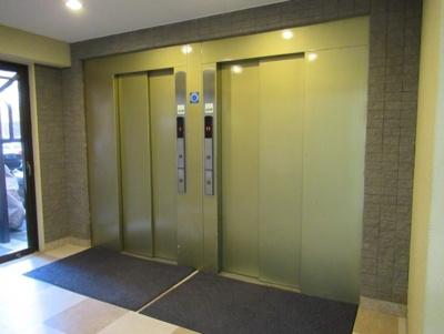 ライオンズマンション初台のエレベーター付近です。